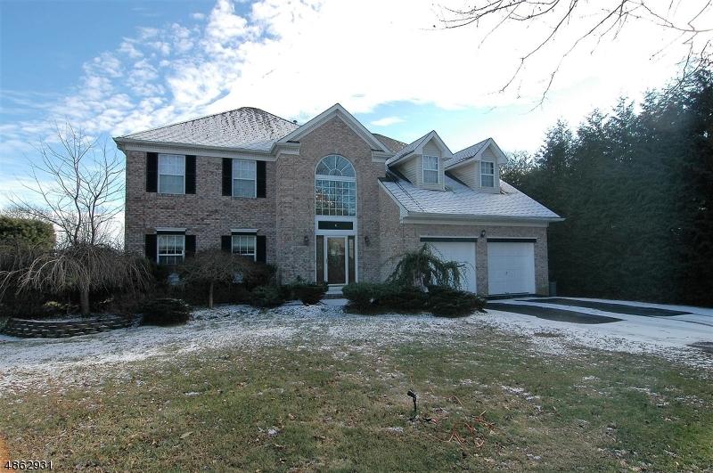 Tek Ailelik Ev için Satış at 4 FAULKNER Drive Roxbury Township, New Jersey 07852 Amerika Birleşik Devletleri