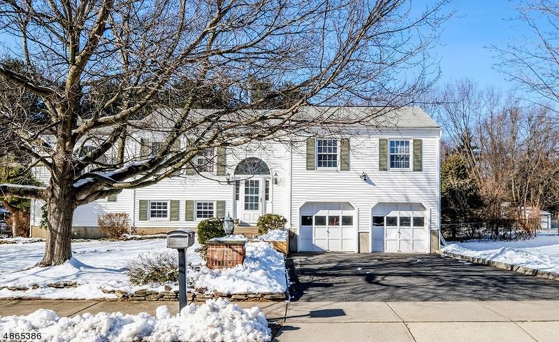 Частный односемейный дом для того Продажа на 935 LIBERTY Street Belvidere, Нью-Джерси 07823 Соединенные Штаты