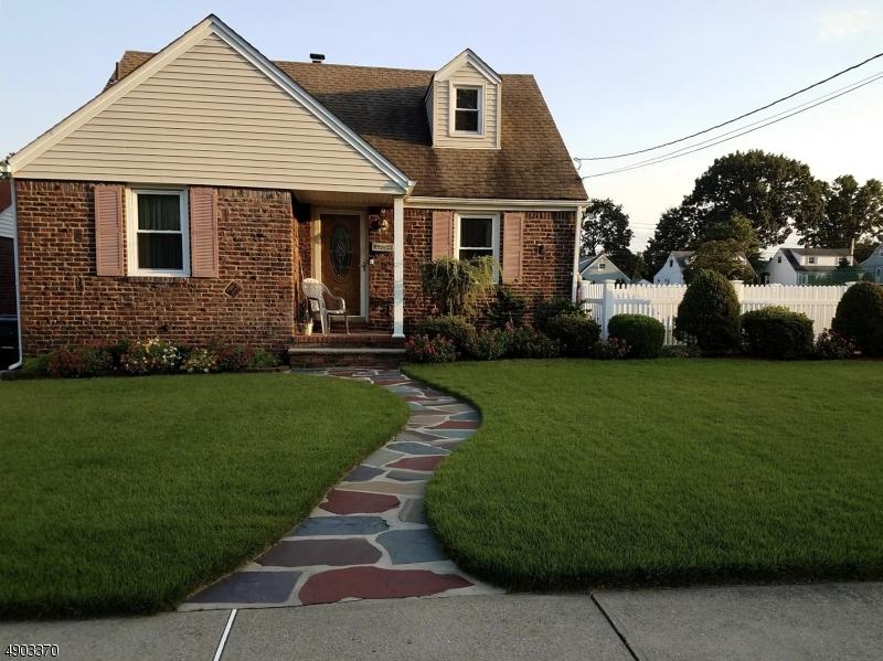 single family homes voor Verkoop op Elmwood Park, New Jersey 07407 Verenigde Staten