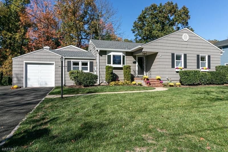 Single Family Homes für Verkauf beim Scotch Plains, New Jersey 07076 Vereinigte Staaten