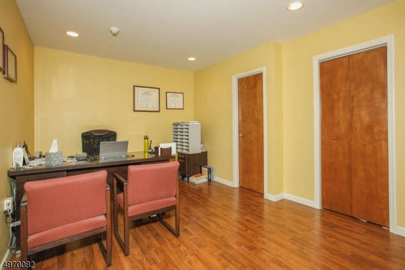 Additional photo for property listing at  Palisades Park, New Jersey 07650 United States