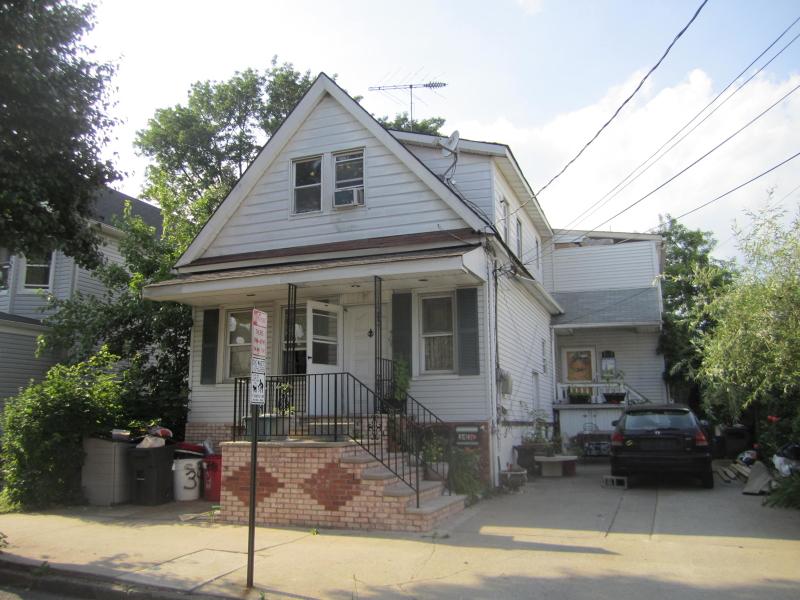 Maison avec plusieurs logements pour l Vente à 343 Princeton Avenue Hillside, New Jersey 07205 États-Unis