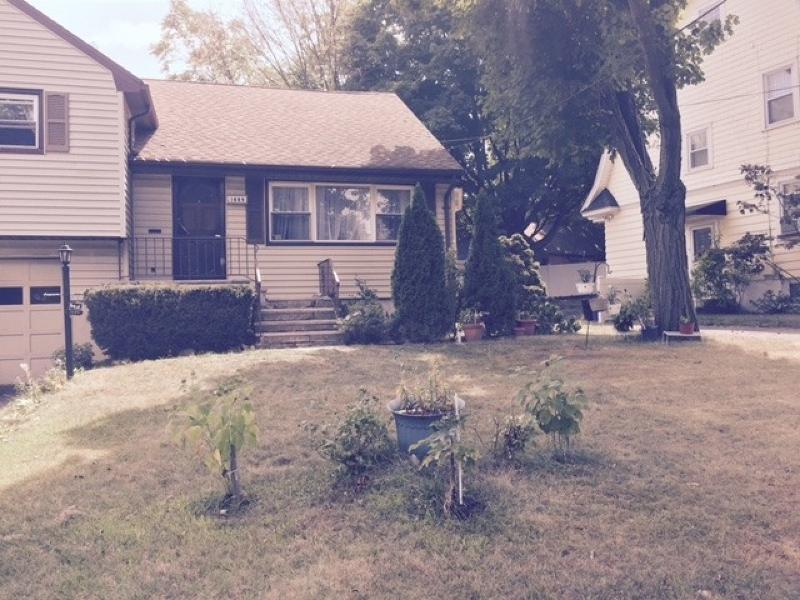 独户住宅 为 销售 在 1689 Broad Street 布鲁姆菲尔德, 新泽西州 07003 美国