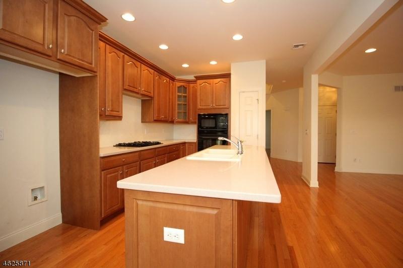 Additional photo for property listing at 126 MacKenzie Ln S  Denville, Nueva Jersey 07834 Estados Unidos