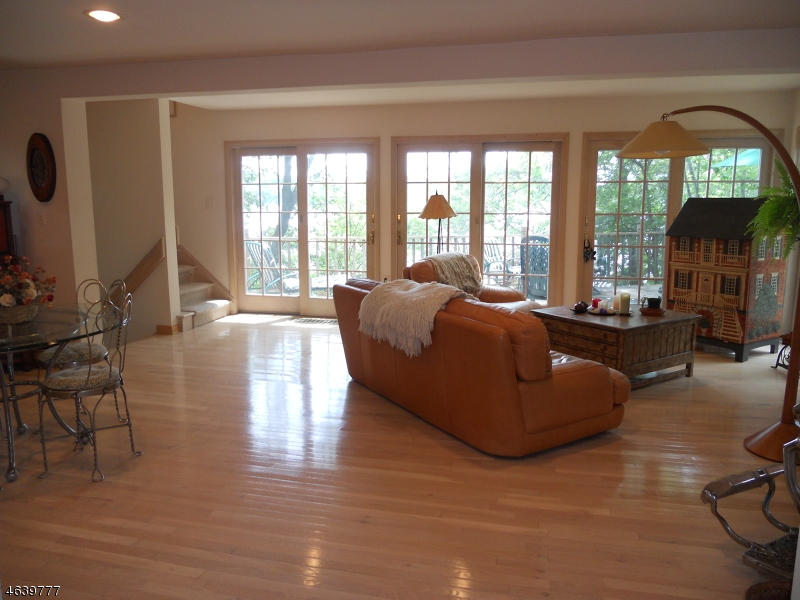 Additional photo for property listing at 13 Wildwood Shores Drive  Hopatcong, 新泽西州 07843 美国