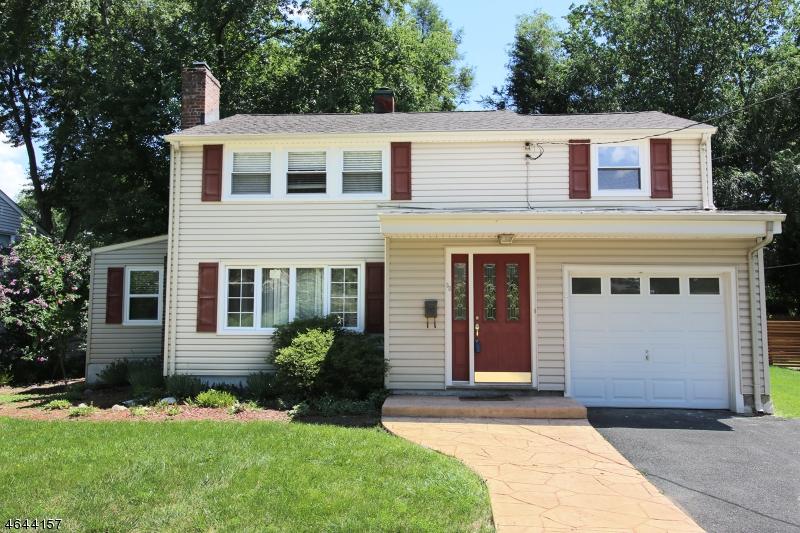 Частный односемейный дом для того Продажа на 38 DOUGLAS Waldwick, Нью-Джерси 07463 Соединенные Штаты