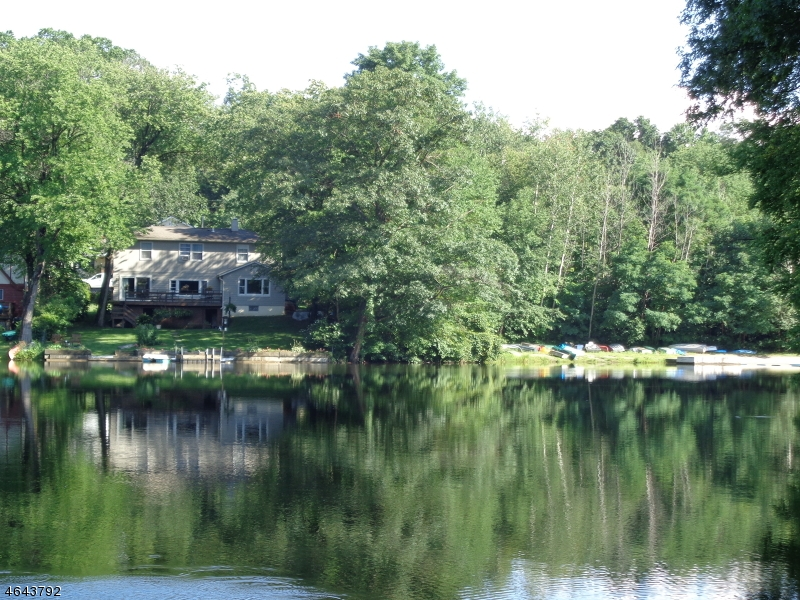 Single Family Home for Sale at 98 LAKE SHORE RD EAST Stockholm, 07460 United States