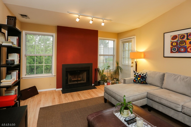 Additional photo for property listing at 7 Evergreen Drive  Clifton, Nueva Jersey 07014 Estados Unidos