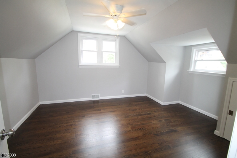 Additional photo for property listing at 522 Kaplan Street  Roselle, New Jersey 07203 États-Unis