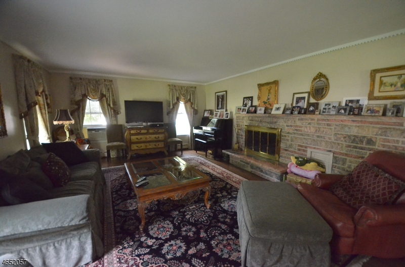 Additional photo for property listing at 90 Suncrest Avenue  Haledon, New Jersey 07508 United States