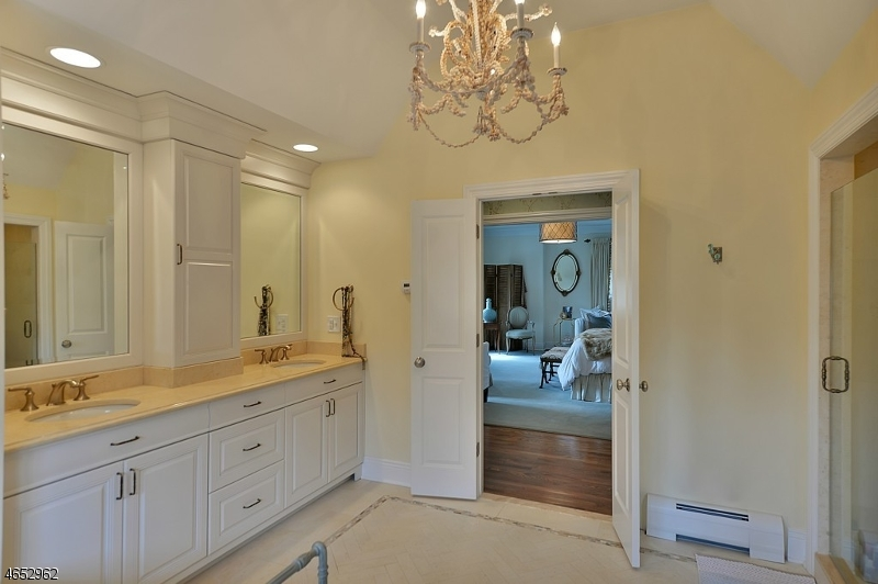 Additional photo for property listing at 202 Deep Brook Road  Wyckoff, Нью-Джерси 07481 Соединенные Штаты