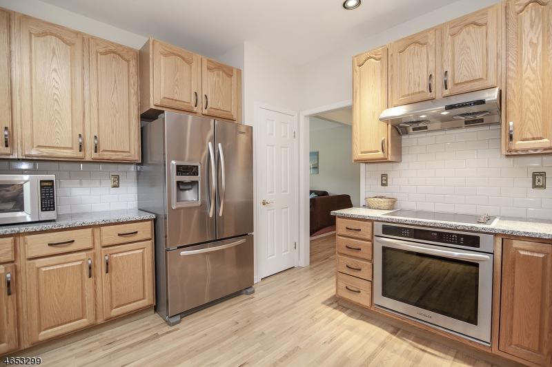 Additional photo for property listing at 14 Thomas Farm Lane  长谷, 新泽西州 07853 美国