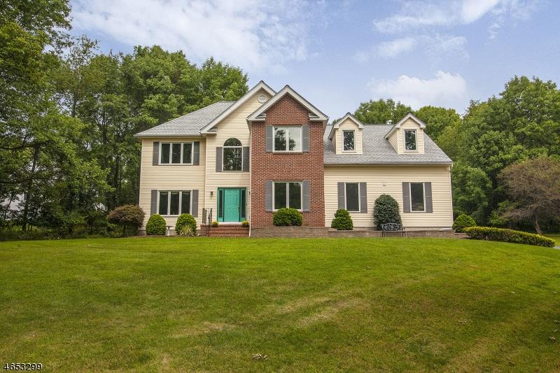 独户住宅 为 销售 在 14 Thomas Farm Lane 长谷, 新泽西州 07853 美国