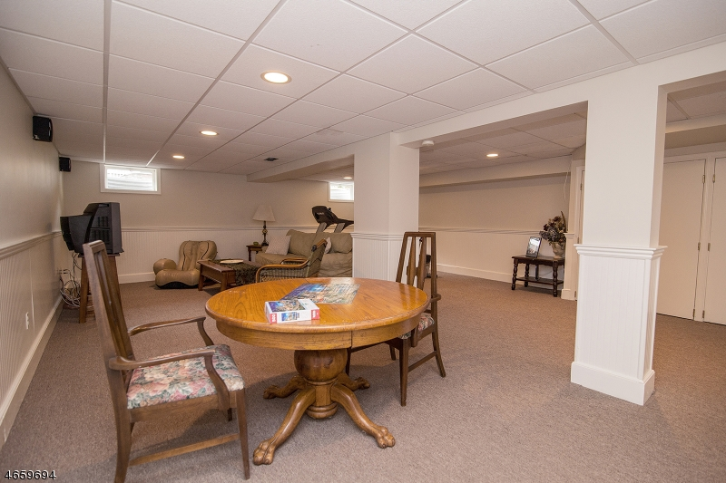 Additional photo for property listing at 28 Huntley Road  Summit, New Jersey 07901 United States