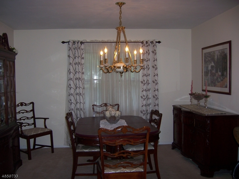 Additional photo for property listing at 19 Point View Pkwy  Wayne, New Jersey 07470 États-Unis
