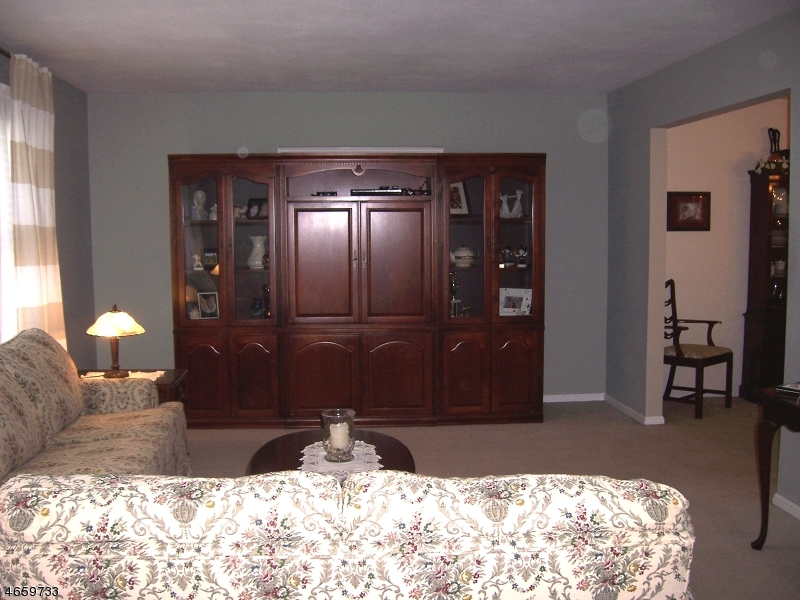 Additional photo for property listing at 19 Point View Pkwy  Wayne, New Jersey 07470 United States
