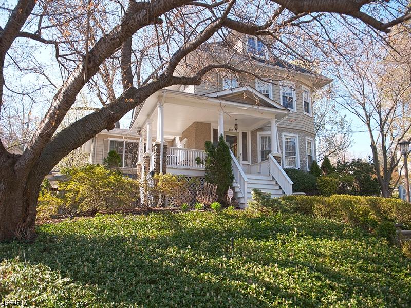 Частный односемейный дом для того Продажа на 138 Claremont Road Ridgewood, 07450 Соединенные Штаты