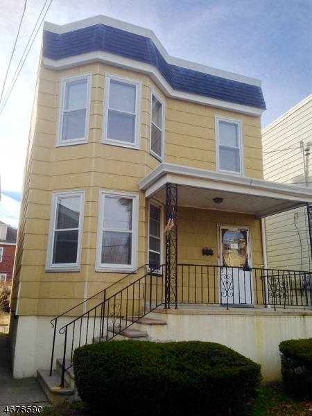 Maison avec plusieurs logements pour l Vente à 519 81st Street North Bergen, New Jersey 07047 États-Unis
