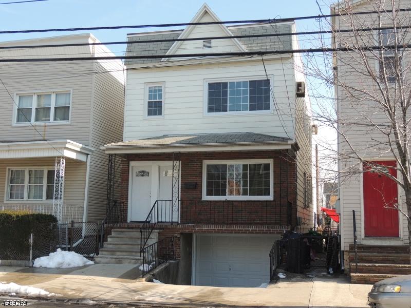 Casa Multifamiliar por un Venta en 192 Prospect Avenue Bayonne, Nueva Jersey 07002 Estados Unidos