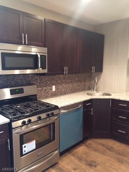 Частный односемейный дом для того Аренда на 41-51 E Cherry Rahway, Нью-Джерси 07065 Соединенные Штаты