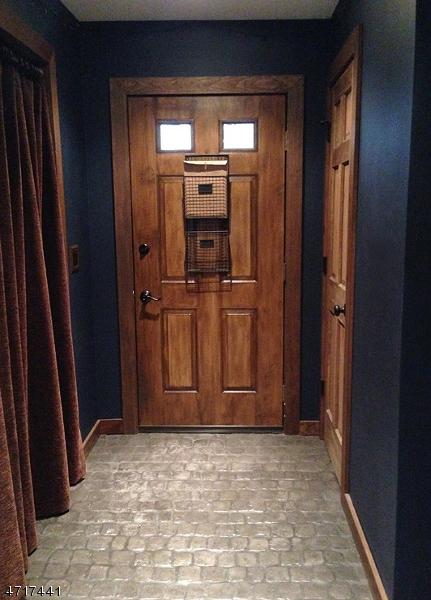 Casa Unifamiliar por un Alquiler en 11 Cedar Court Raritan, Nueva Jersey 08822 Estados Unidos