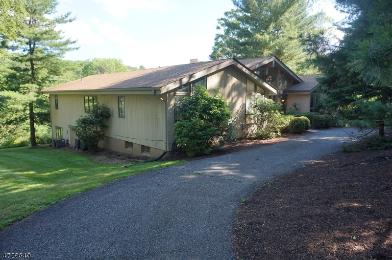 Single Family Home for Sale at 15 Bridge Hollow Road 15 Bridge Hollow Road Tewksbury Township, New Jersey 07830 United States