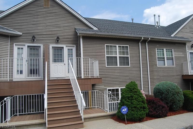 Maison unifamiliale pour l à louer à 20 S Midland Avenue Kearny, New Jersey 07032 États-Unis