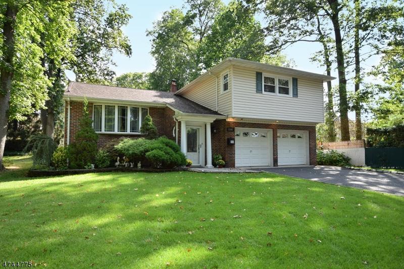 Maison unifamiliale pour l Vente à 1147 Midwood Drive Rahway, New Jersey 07065 États-Unis