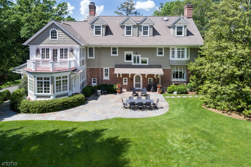 Single Family Home for Sale at 20 Beacon Road 20 Beacon Road Summit, New Jersey 07901 United States