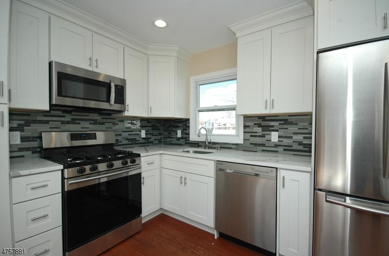 Tek Ailelik Ev için Satış at 351 Codrington Place 351 Codrington Place Bound Brook, New Jersey 08805 Amerika Birleşik Devletleri
