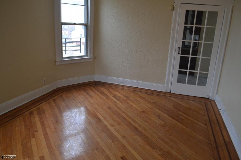 Einfamilienhaus für Mieten beim 228 Henry Street Orange, New Jersey 07050 Vereinigte Staaten