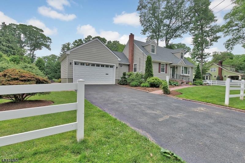 Maison unifamiliale pour l Vente à 278 PARK Avenue Midland Park, New Jersey 07432 États-Unis