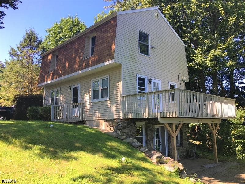 独户住宅 为 销售 在 14 EMERSON Road 西米尔福德, 新泽西州 07421 美国