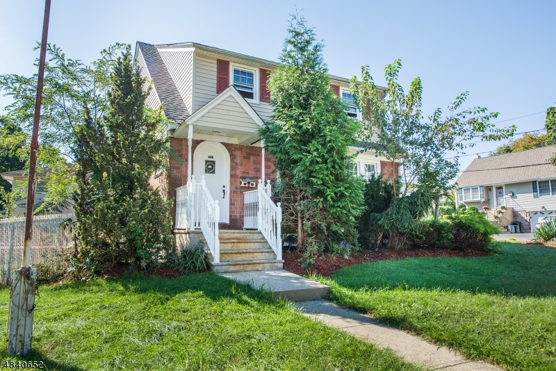 Частный односемейный дом для того Продажа на 325 MADISON WEST Dumont, Нью-Джерси 07628 Соединенные Штаты