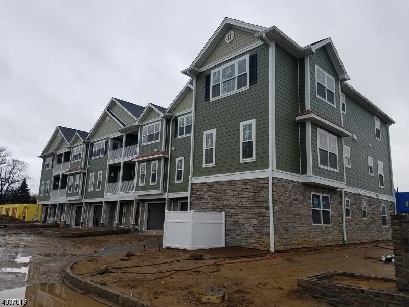 Condominio/ Casa de pueblo por un Venta en 10 Chaz Way Fairfield, Nueva Jersey 07004 Estados Unidos
