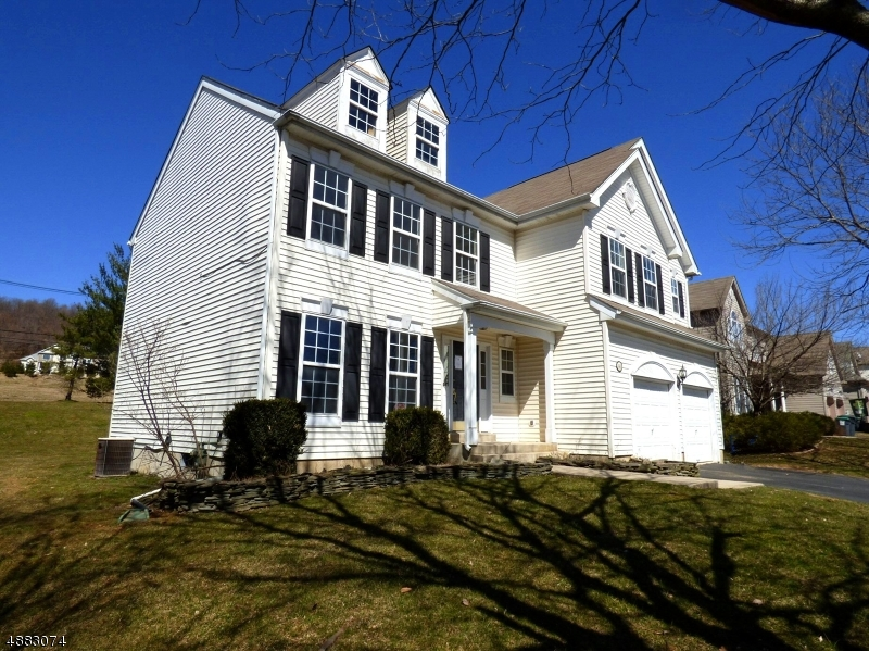 Single Family Home for Sale at Lopatcong, New Jersey 08865 United States