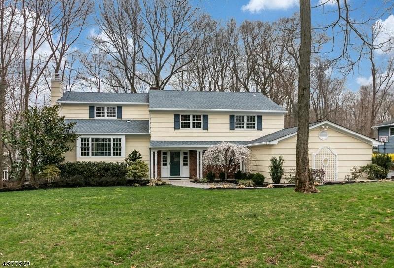 Частный односемейный дом для того Продажа на 191 LORRAINE Drive Berkeley Heights, Нью-Джерси 07922 Соединенные Штаты