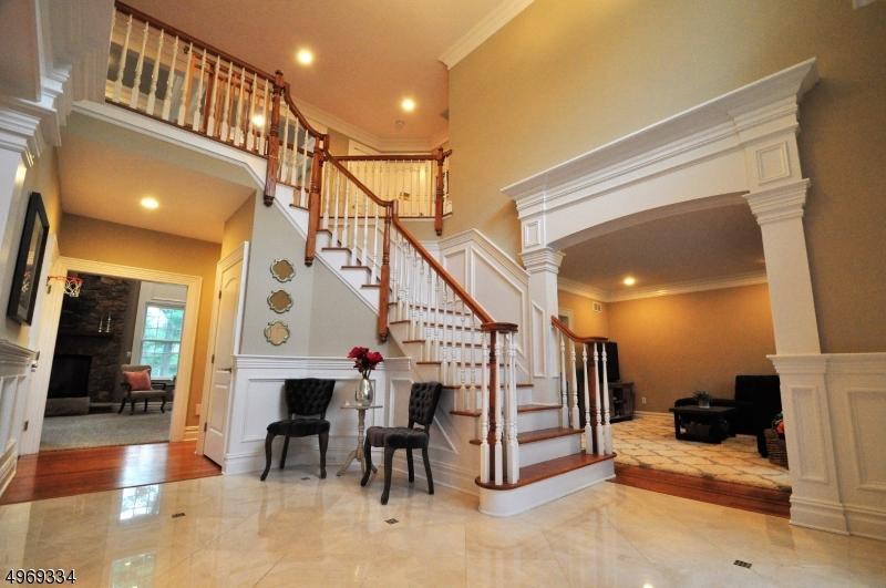 Single Family Homes per Vendita alle ore 1680 WASHINGTON VALLEY Road Bridgewater, New Jersey 08836 Stati Uniti