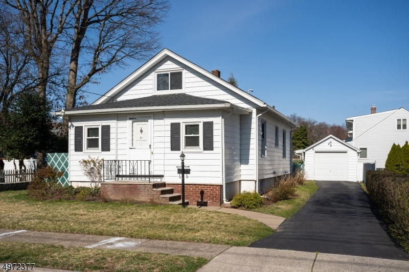 Single Family Homes vì Bán tại Rochelle Park, New Jersey 07662 Hoa Kỳ