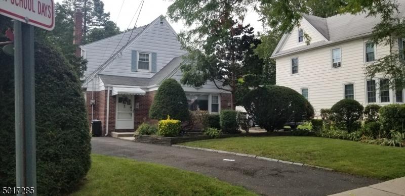 Single Family Homes voor Verkoop op Hasbrouck Heights, New Jersey 07604 Verenigde Staten