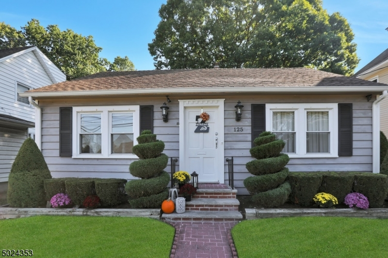 Single Family Homes for Sale at Waldwick, New Jersey 07463 United States