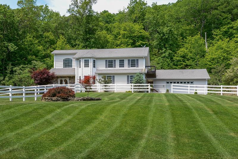 独户住宅 为 销售 在 32 Lounsberry Hollow Road 弗农, 07462 美国