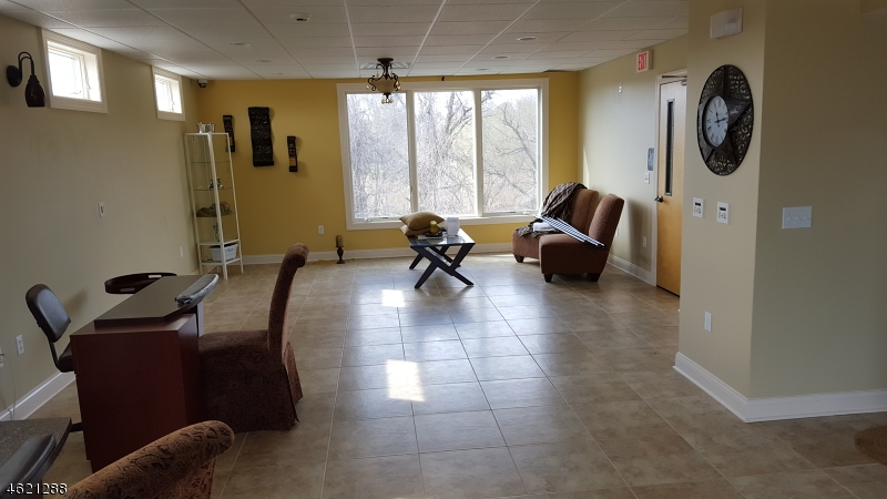 Additional photo for property listing at 77 77 State Route 10  Whippany, New Jersey 07981 États-Unis