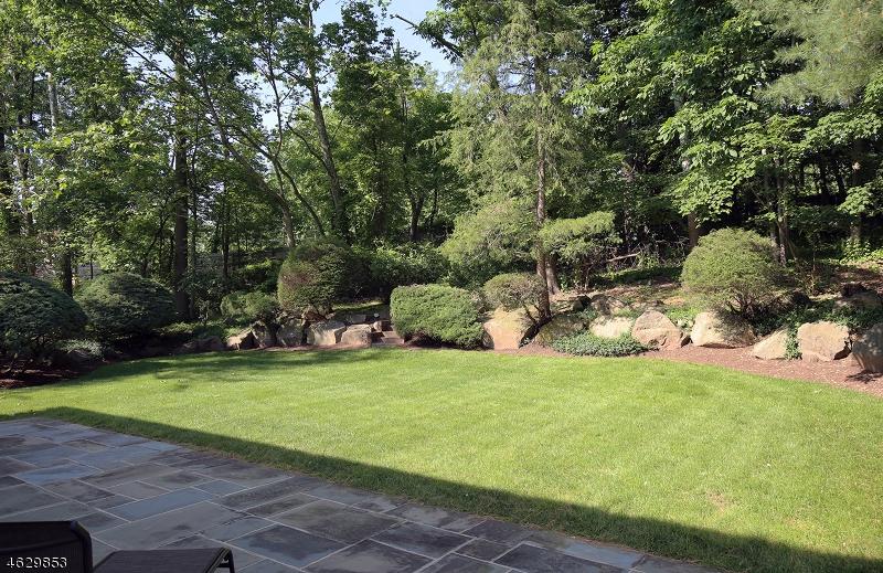Casa Unifamiliar por un Venta en 136 LAWRENCE DRIVE Short Hills, Nueva Jersey 07078 Estados Unidos