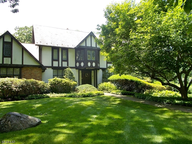 Additional photo for property listing at 21 Old Chester Road  Essex Fells, Нью-Джерси 07021 Соединенные Штаты