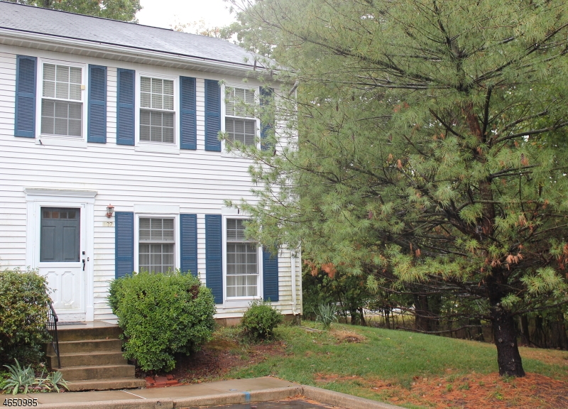 Single Family Home for Sale at 127 127 Selby Court Somerset, New Jersey 08873 United States