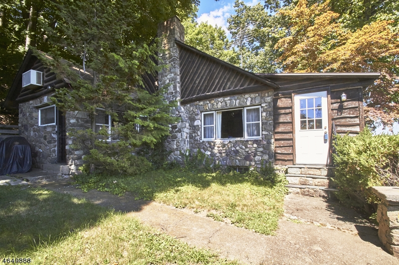 Additional photo for property listing at 49 Somerville Road  Hewitt, Нью-Джерси 07421 Соединенные Штаты
