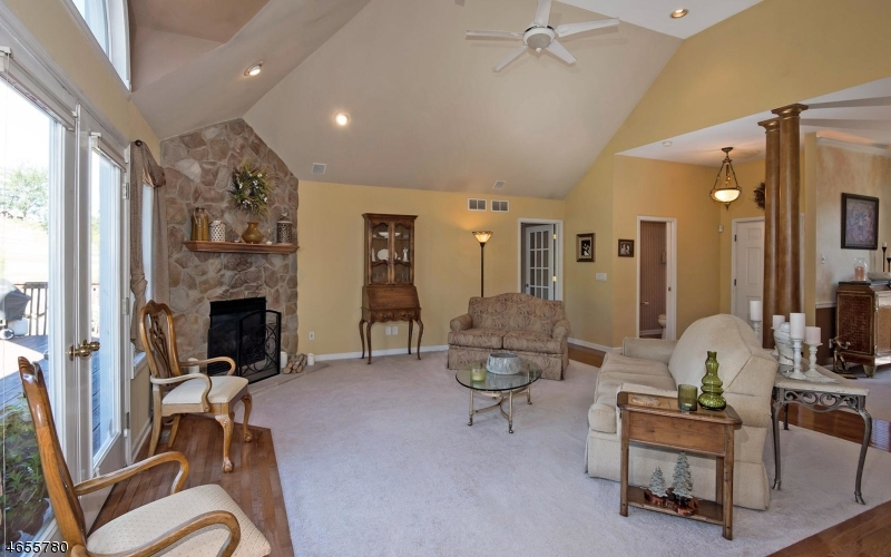 Additional photo for property listing at 1 Cypress Lane  Hamburg, New Jersey 07419 États-Unis