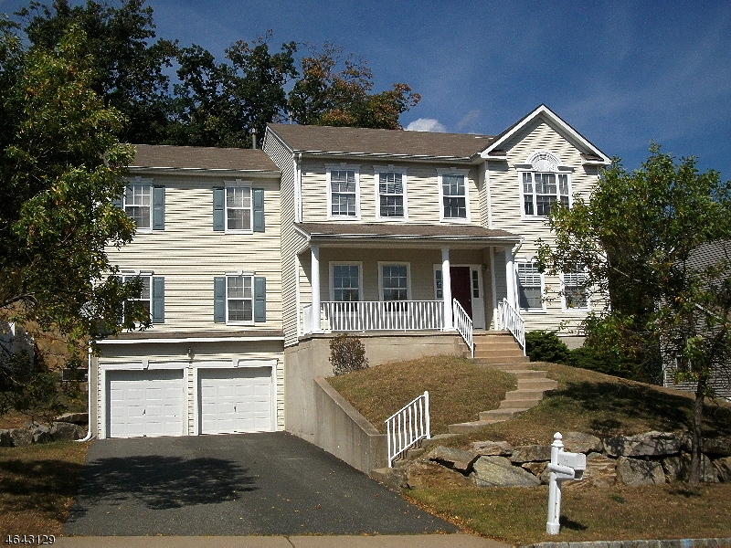 Additional photo for property listing at 165 Tanglewood Pass  Lake Hopatcong, Нью-Джерси 07849 Соединенные Штаты