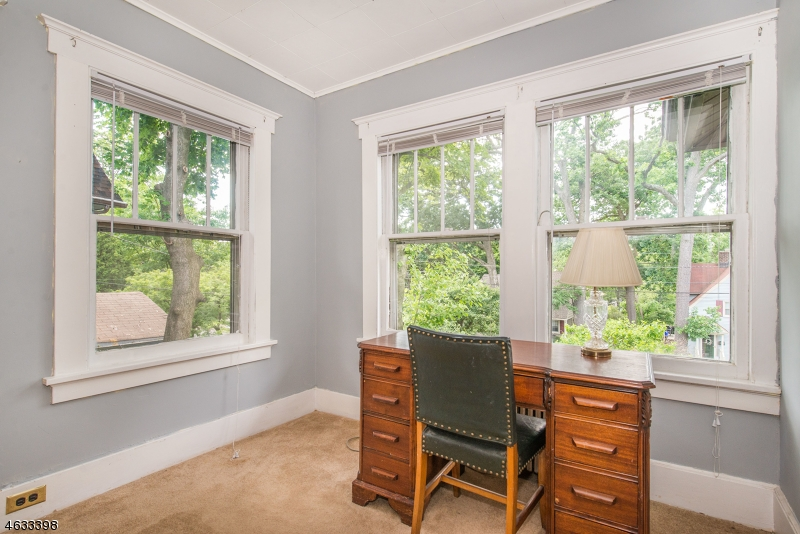 Additional photo for property listing at 26 Oak Crest Place  Nutley, Нью-Джерси 07110 Соединенные Штаты